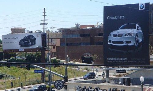 BMW_V_Audi_Sign_War.jpg (55 KB)