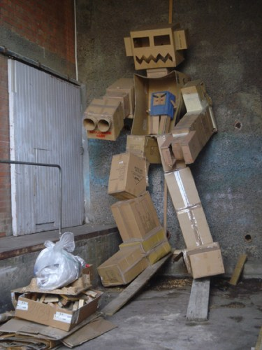cardboard-robot2.jpg (303 KB)