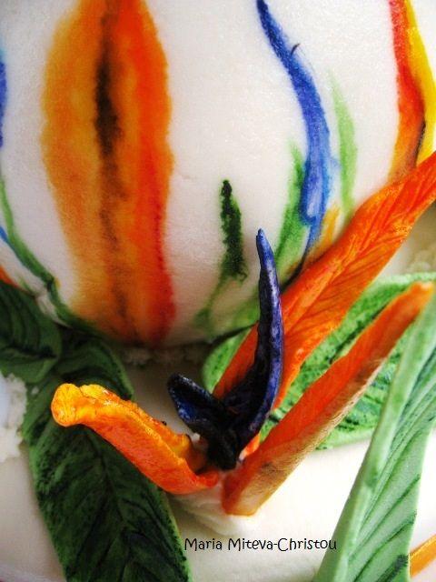Триетажна Торта Украсена с Елементи на Цветето Paradise Bird