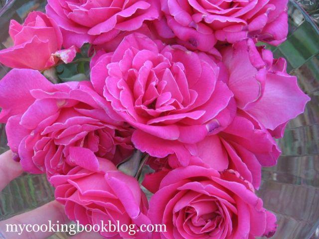 Бакалава с Орехи, Бадеми, Шам фъстък и Сироп  със Розови Листа