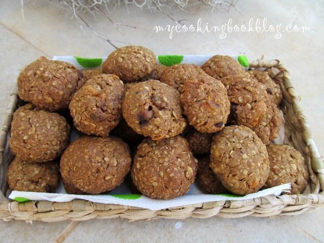 Овесени бисквити с канела, стафиди и орехи