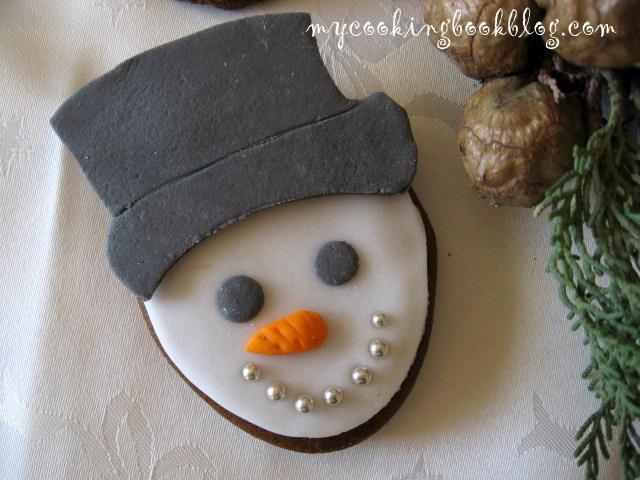 Джинджифилови бисквити като снежни човеци с меласа от рожков