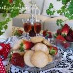 Бисквити с пюре от ягоди и ягодов ликьор