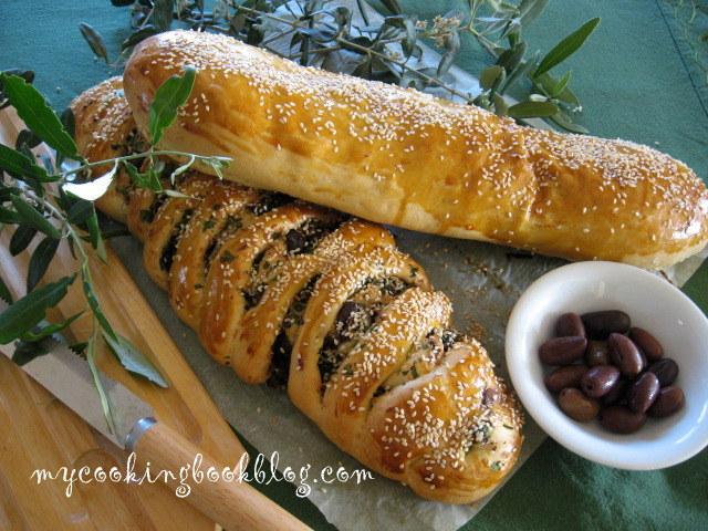 Хляб пълнен с маслини, кефалотири и бадеми