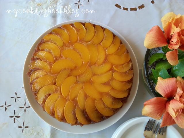 Плодова пита с праскови от компот