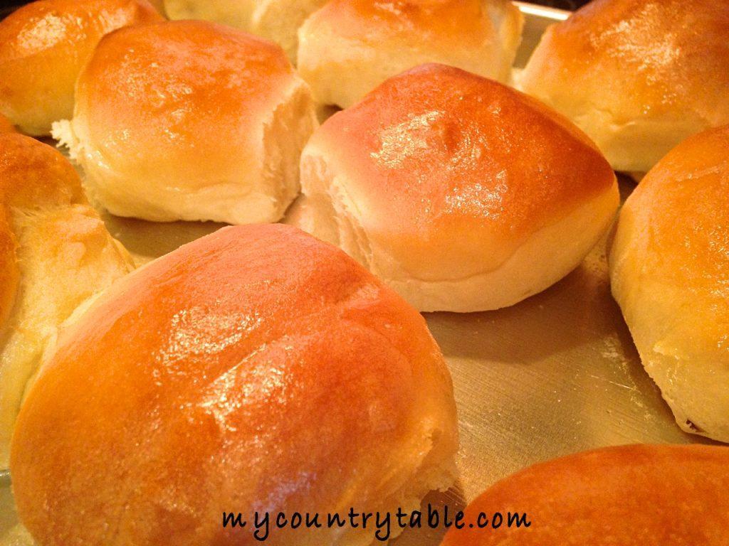 sweet-milk-dinner-rolls-23_fotor