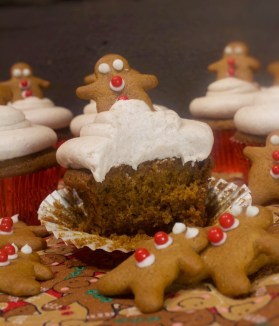 Gingerbread Cupcakes With Cinnamon Cream Cheese Buttercream