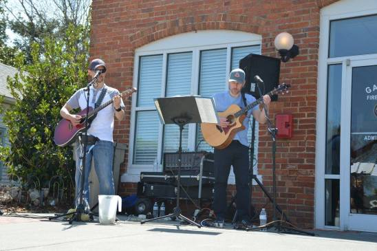 ACOUSTIC DUO MY Cousin Skinny
