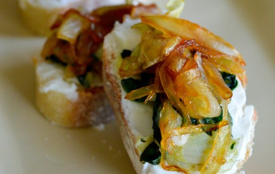 goat-cheese-spinach-and-caramelized-onion-bruchetta-snacks