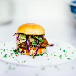 burger-eten-vlees-sla