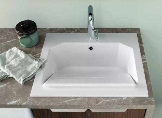 Lavatoio Dip in minerlguss, bianco lucido, con troppopieno. L 61 x P 51.5 x A 26.5 cm