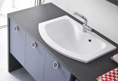 Lavatoio Look Terndy in minerlguss, bianco lucido, con troppopieno. L 71 x P 63/50 x A 30 cm