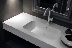 Piano con vasca integrata Mail in Tekorstone, con troppopieno. L 271 x P 51 x SP 12.5 cm