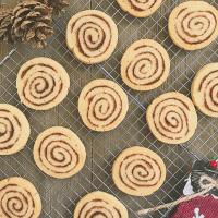 Easy Cinnamon Roll Cookies!