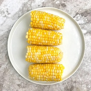 Boiled corn on the cob in a white plate