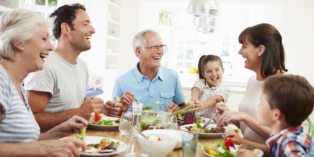 Πώς σχετίζονται τα οικογενειακά γεύματα με τη νεανική παχυσαρκία;