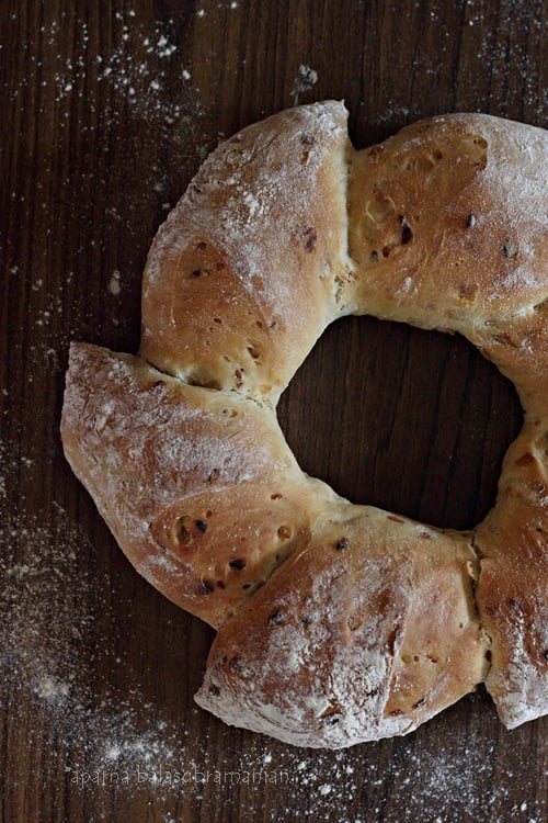 We Knead To Bake #42 : Pain d'Epi or Épis de Blé Wreath (Wheat Stalk Bread/ Ears of Wheat) With Caramelized Onion