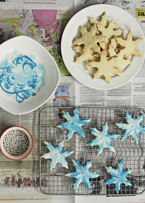 Crisp Marble Glazed Snowflake Cookies decorating 2