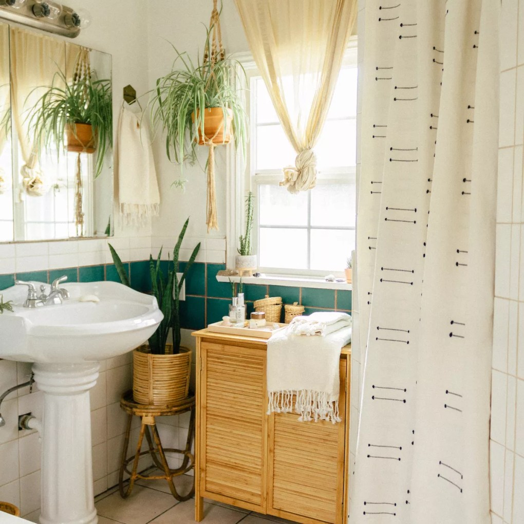 Bathroom with shower curtain