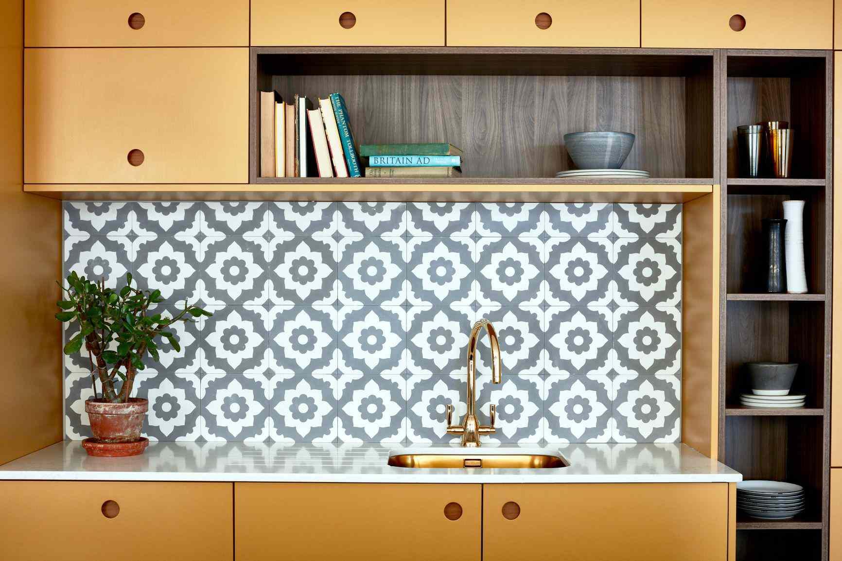 5 gorgeous wallpaper backsplash ideas