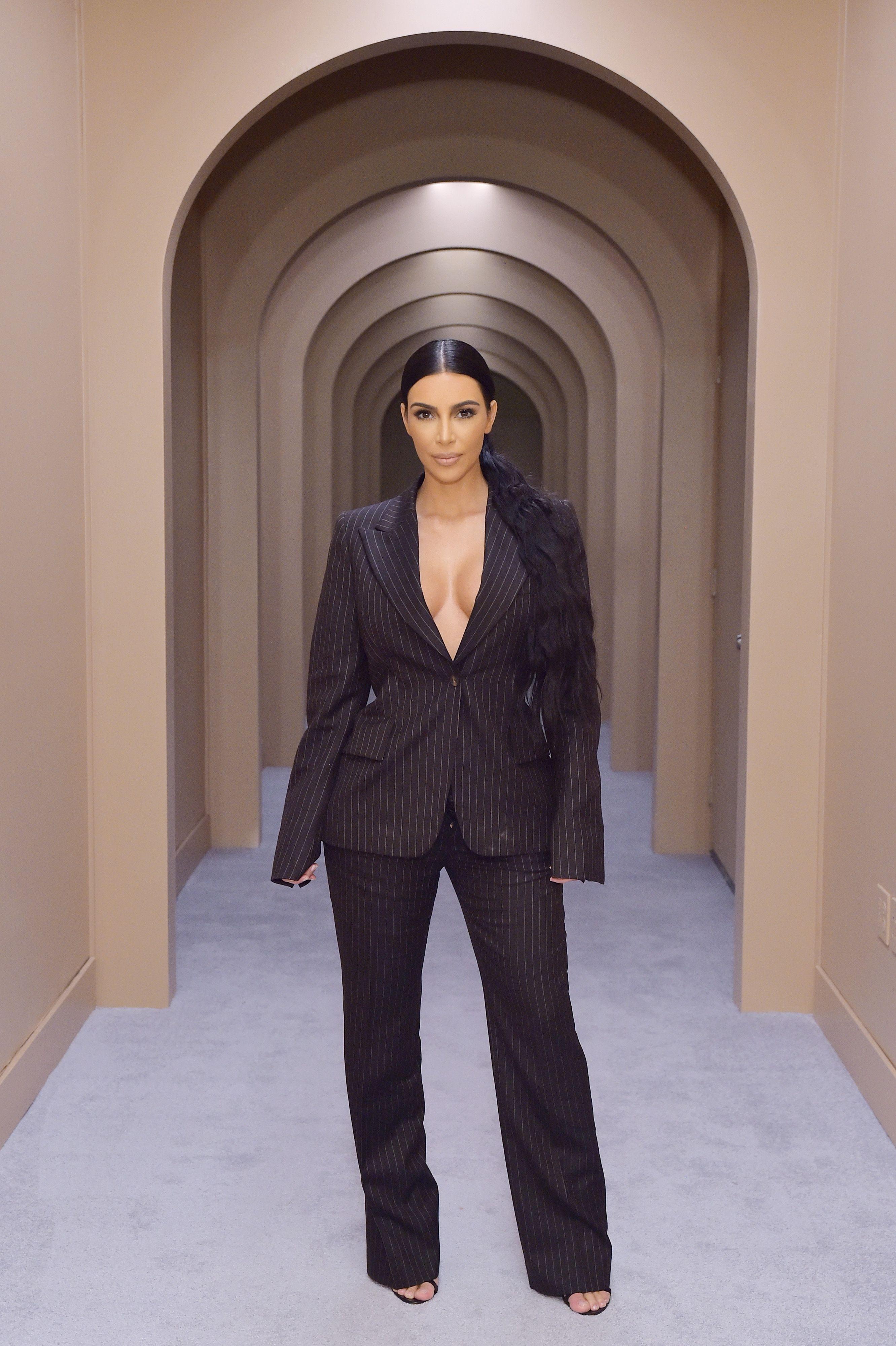 tour kim kardashian s bathroom in her