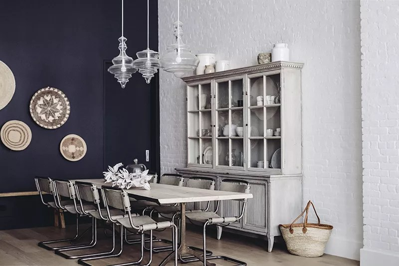 Dining room with tones of gray and white.