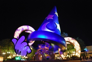 Mickey's_Sorcerer's_Hat_Evening_100_310