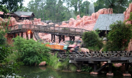 I love how fast the train looks like it's going on Big Thunder Mountain Railroad!