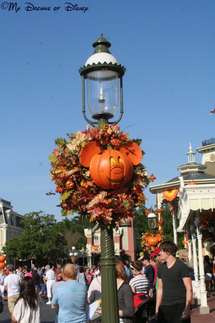 The Mickey Pumpkin Lamp post!