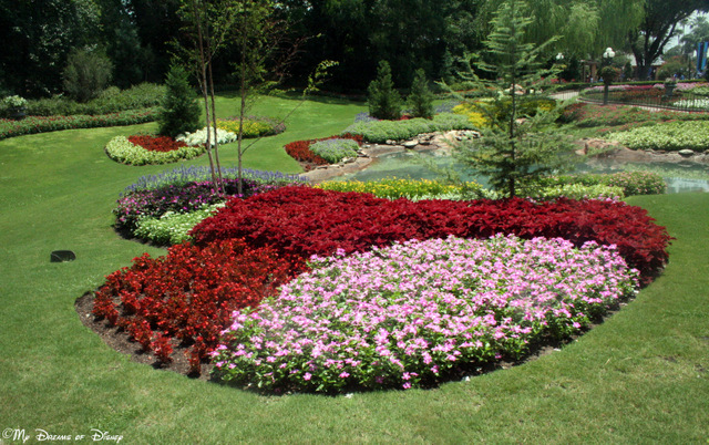 The gardens at the Canada Pavilion are always incredible!  This is meant to remind us of the world famous Victoria Gardens!