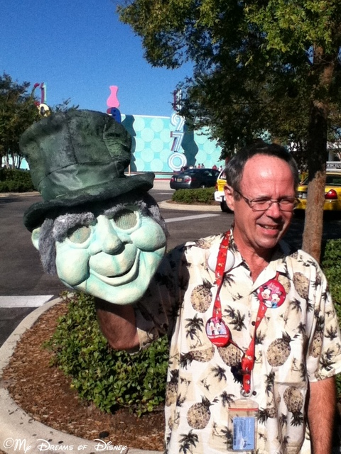 We met this man as we were leaving he constructed that hitchhiking ghost head himself!