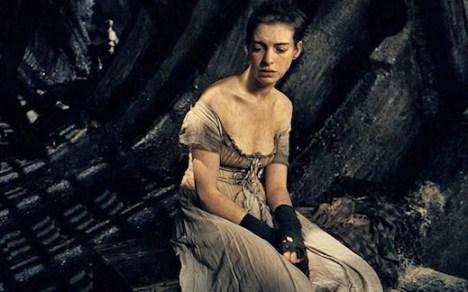 Anne-Hathaway-Fantine-Les-miserables