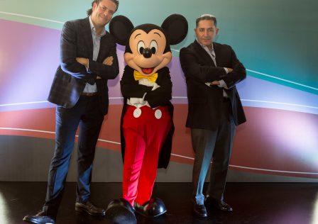 Carlos Marín y Luis Lomelí con Mickey Mouse_2
