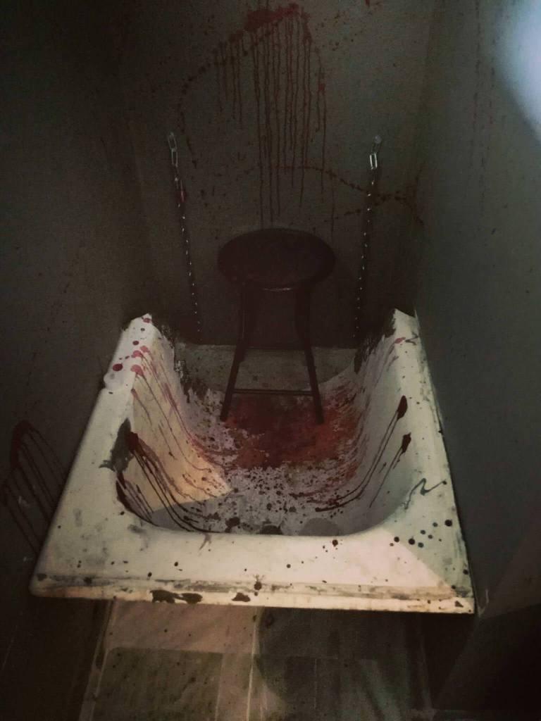 BLODDY BATH IN HOSTEL