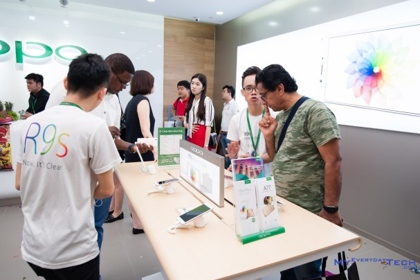 OPPO Flagship Store - 08