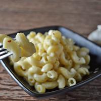 garlic parmesan macaroni and cheese featured thumbnail
