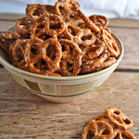 garlic parmesan pretzels featured thumbnail
