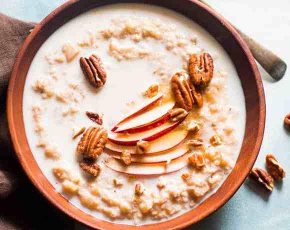 Apple Pie Oatmeal Breakfast Bowl