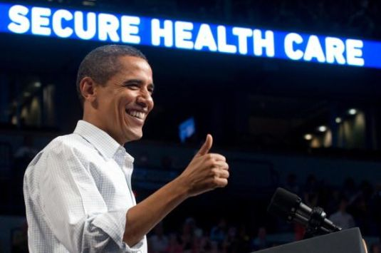 US President Barack Obama gives a thumbs up - Health Care France vs US - MyFrenchLife.org