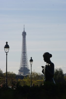 MyFrenchLife™ - Janelle Gould - Solo Travellers - Statue