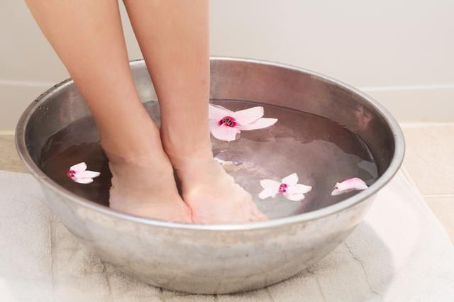 green beauty foot soak - myfrenchtwist.com