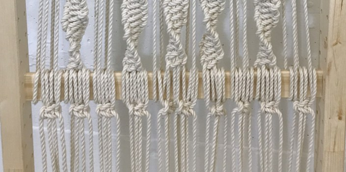 easy macrame folding screen - myfrenchtwist.com