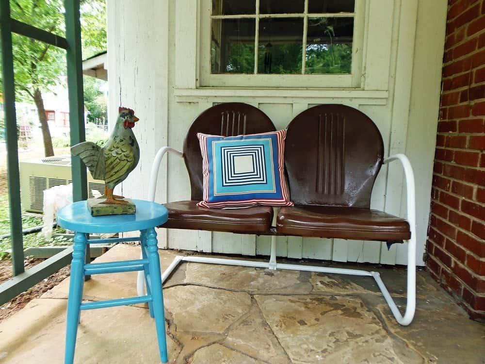 how to repaint metal outdoor furniture