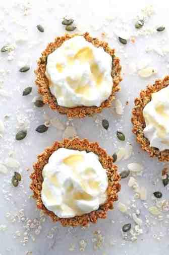 granola crust tart with yogurt and honey