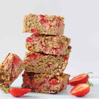 Strawberry Quinoa Breakfast Bars