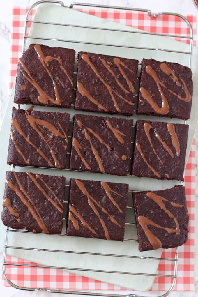 These delicious brownies are refined sugar free, instead sweetened with apple and banana and a little honey. They're also packed with nutritious almonds and are gluten and dairy free!