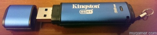 Yeah, that's it, take that cap off and give me your data...  Kingston DataTravler Vault Privacy 3.0 Anti-Virus USB 3.0 Flash Drive Review Kingston DataTravler Vault Privacy 3.0 Anti-Virus USB 3.0 Flash Drive Review Kingston DataT 3 Side1