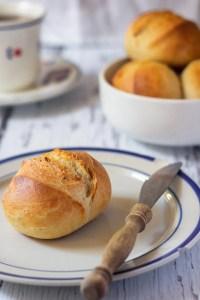 Breakfast Bread Rolls ('Weizenbrötchen')