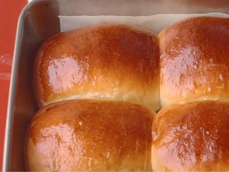 dinner rolls