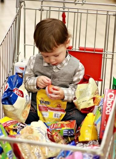 Kid in supermarket
